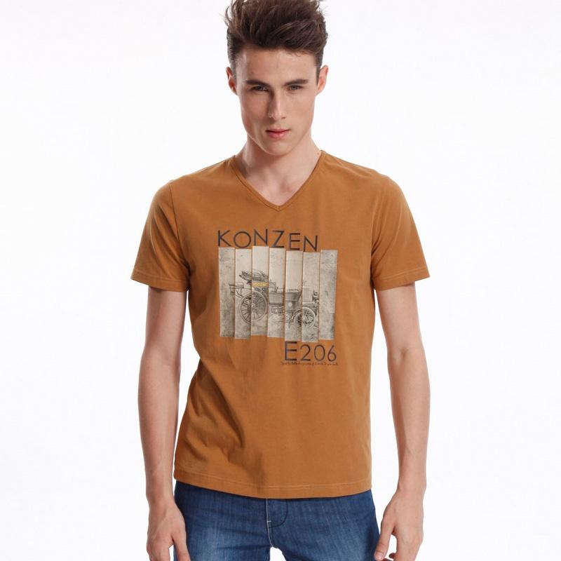 男红棕色t恤搭配