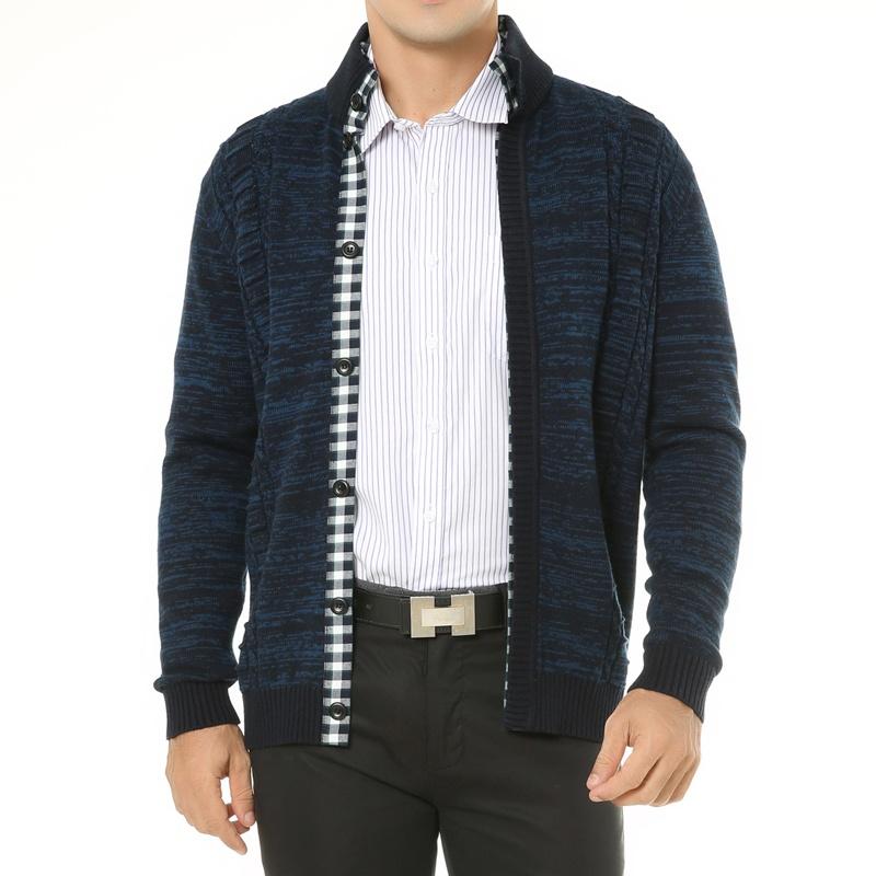 孔雀蓝外套毛衣搭配