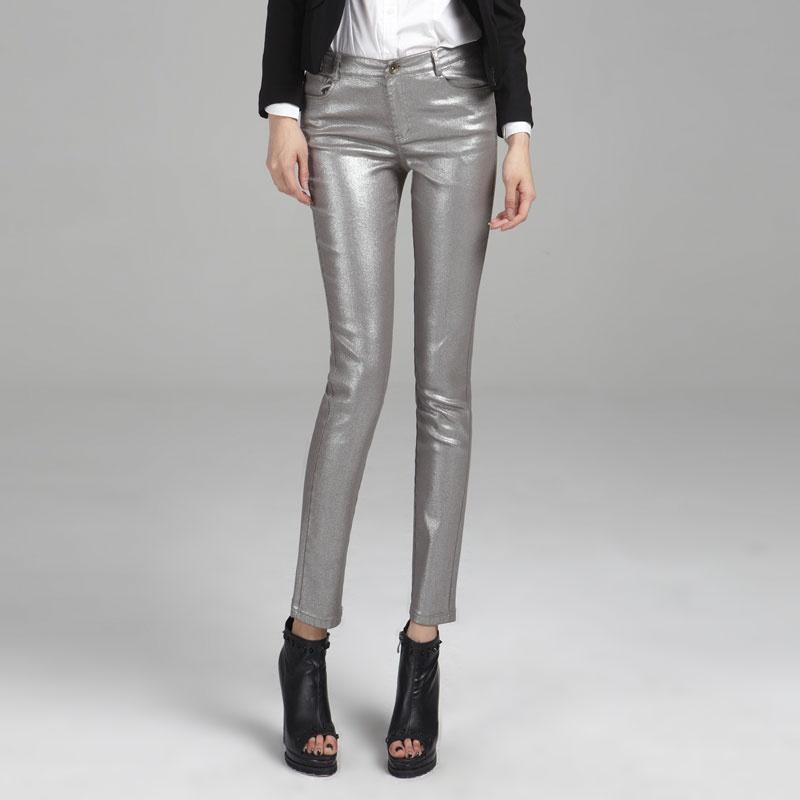 灰色裤子搭配什么颜色最好看图片女秋装