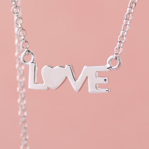 切(che) 韩国明星同款系列love字母项链 925纯银100%纯银图片